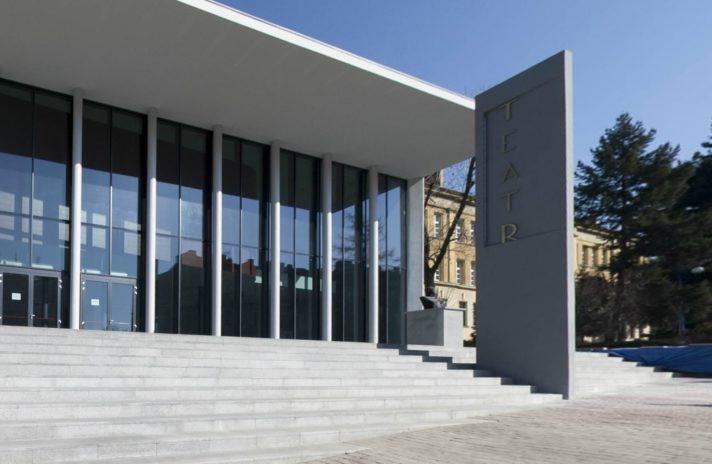 Jesienny repertuar tarnowskiego teatru wypełnią dramaty takich mistrzów jak Mrożek, Gombrowicz czy Słowacki. Na widzów czekają również premiery na Scenie Underground oraz na Dużej Scenie.
