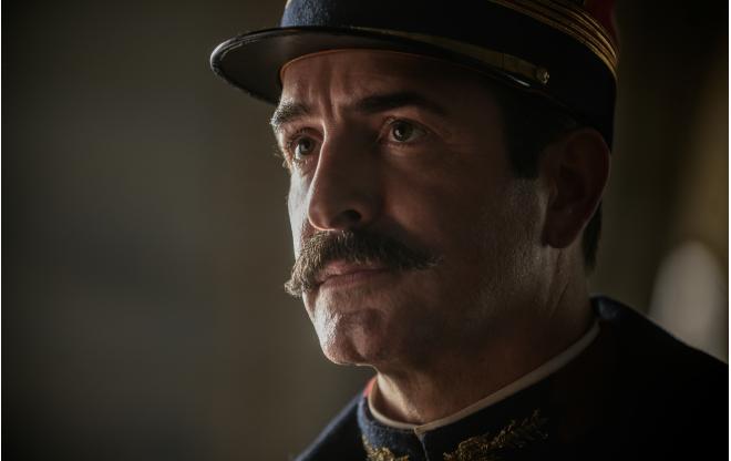 "Jean Dujardin jako Georges Picquart w filmie ""Oficer i szpieg"""